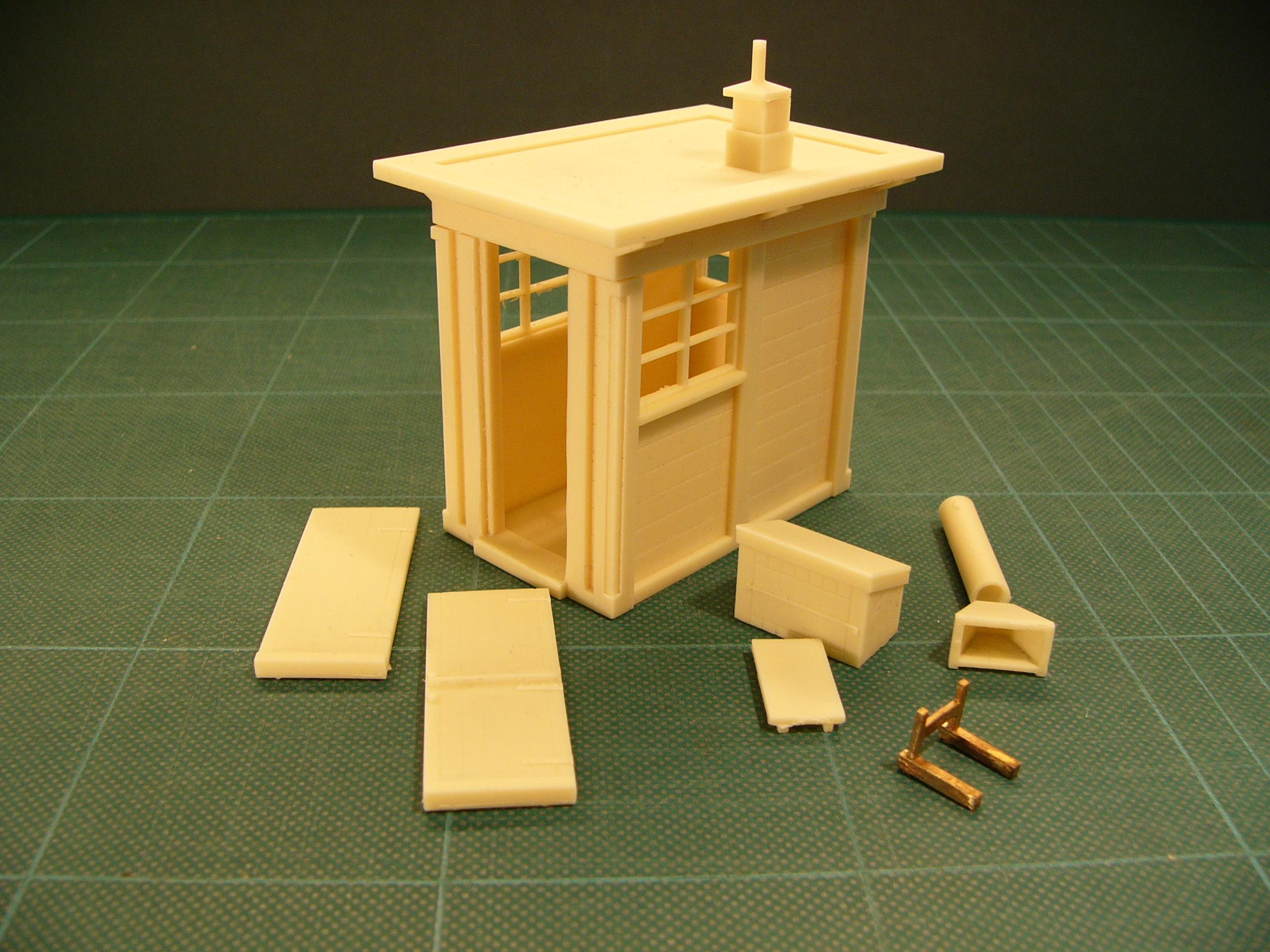 7B027 LNER Concrete Crossing Keeper's Hut